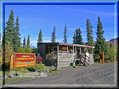 Info Center am Tombstone Mountain Campground