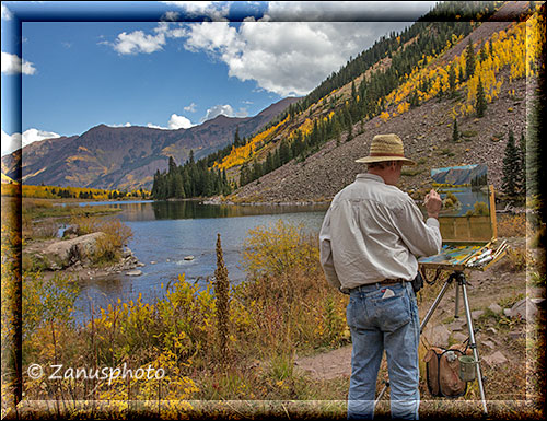Painter am Ufer des Maroon Lakes