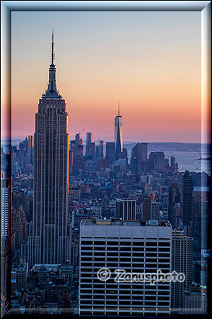 Empire State Building mit City zum Sunset